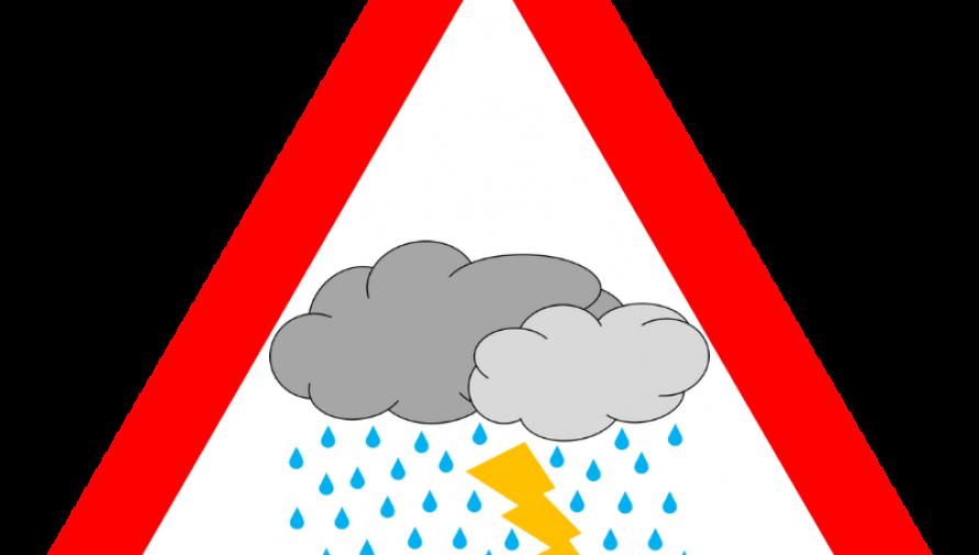 grafika o kształcie czerwonego trójkąta ostrzegawczego z chmurą, deszczem i piorunem. Elementy ze strony openclipart.org - Kliknięcie w obrazek spowoduje wyświetlenie jego powiększenia
